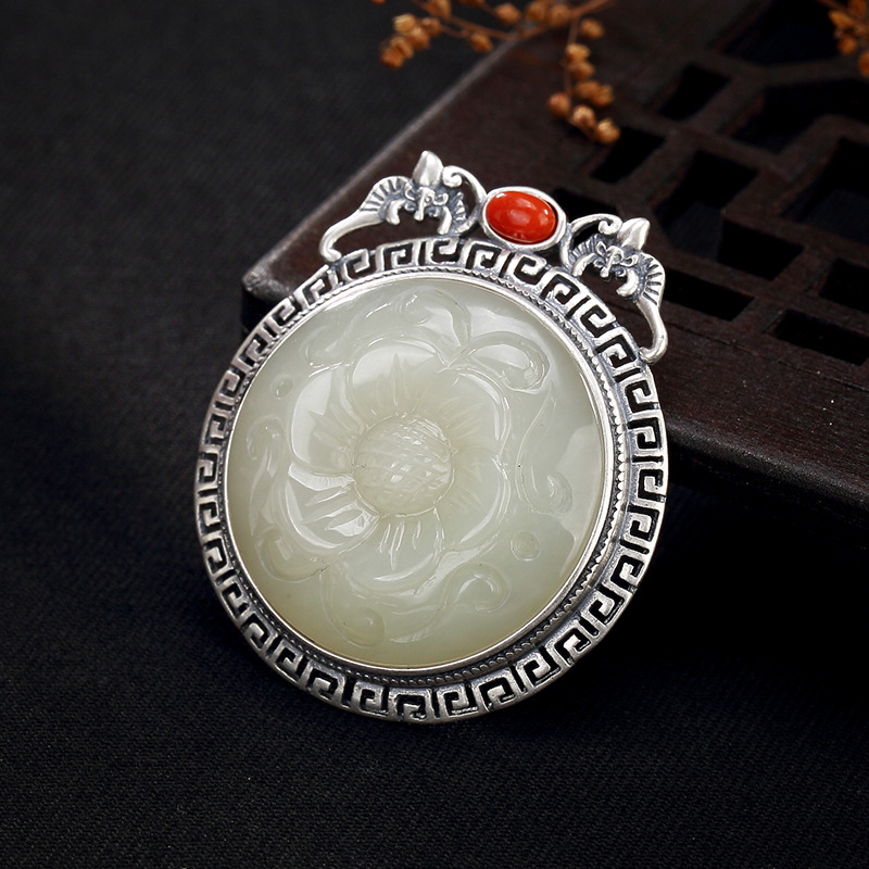 2018 Hot Sale New Arrival Face Pure Natural Hetian Plum Blossom South Blessing In Front Of High-end Ladies Pendant Wholesale 2018 Hot Sale New Arrival Face Pure Natural Hetian Plum Blossom South Blessing In Front Of High-end Ladies Pendant Wholesale