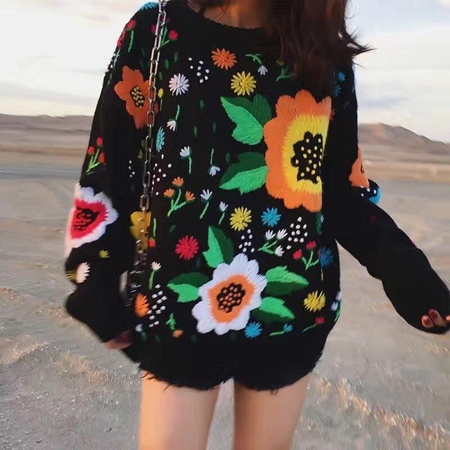 2017 Autumn winter the new European and American retro tide licensing loose weaving flowers embroidery sweater