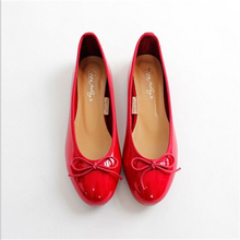 2017 Women's comfortable Ballet Flats Fashion round Toe Patent Leather work shoes. Free shipping
