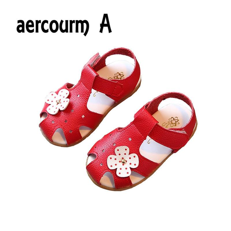 8922d5378 Aercourm a 2018 طفل الصنادل الفتيات الصنادل الصيفية الجديدة الزهور بنات شقة  الصنادل أحذية الأطفال الصيف الصلبة أبيض أحمر وردي