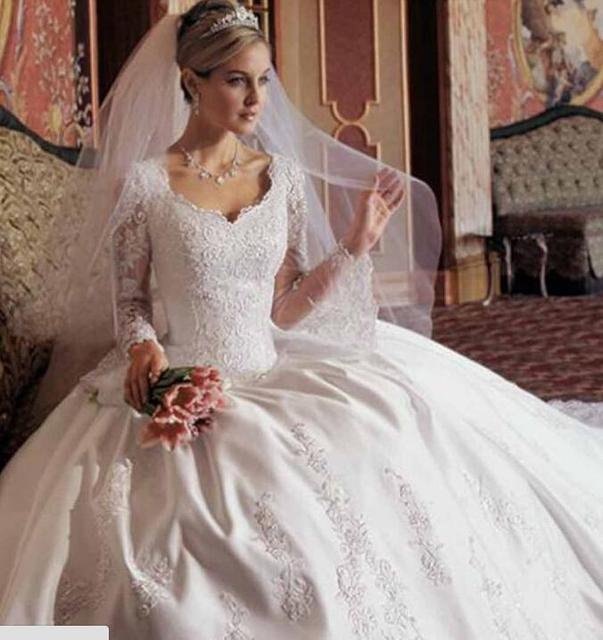 2017 Ball Gown Wedding Dresses Modest V Neck Long Sleeve Satin Lace ...