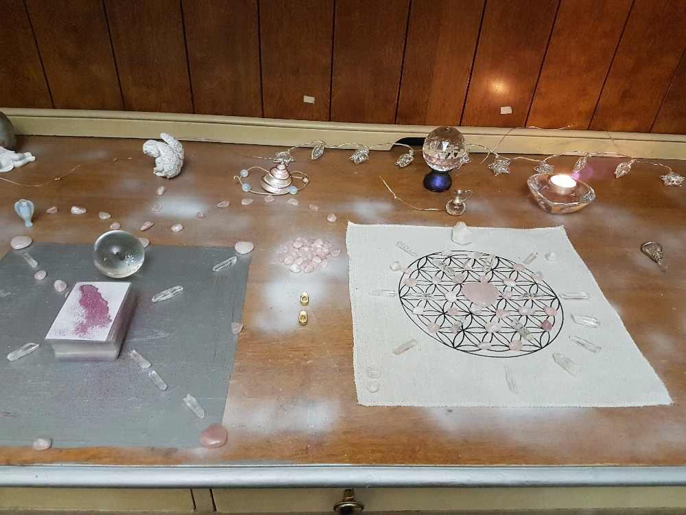 Sunligoo Luân Xa Pha Lê Chữa Bệnh Lưới Bộ Lưới Bàn Thờ + Tặng Hoa Hồng Thạch Anh + Trong Suốt Thạch Anh + Pha Lê Hoa Dây Điểm Năng Lượng đá Trang Trí