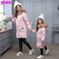 2016 новые девушки утка вниз куртки Семья установлены мать и девочка одежда с капюшоном большой меховой воротник дети верхняя одежда куртка шинель
