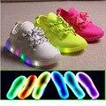 2016 moda de Nueva marca LED iluminado luz cómoda zapatos de niños zapatillas de deporte de los colores Del Caramelo de los niños causales muchachos de los bebés zapatos