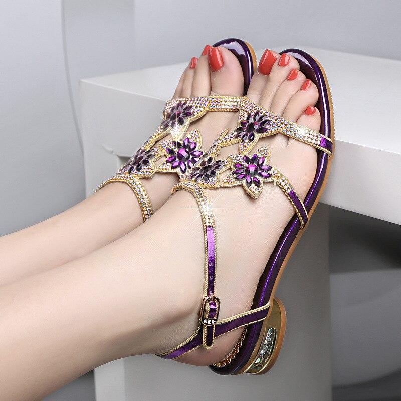 2018 紫、青、金 3 色オプションの女性のサンダル甘い革ラインストーンの女性の靴ローヒールダイヤモンドサンダル  グループ上の 靴 からの ローヒール の中 3