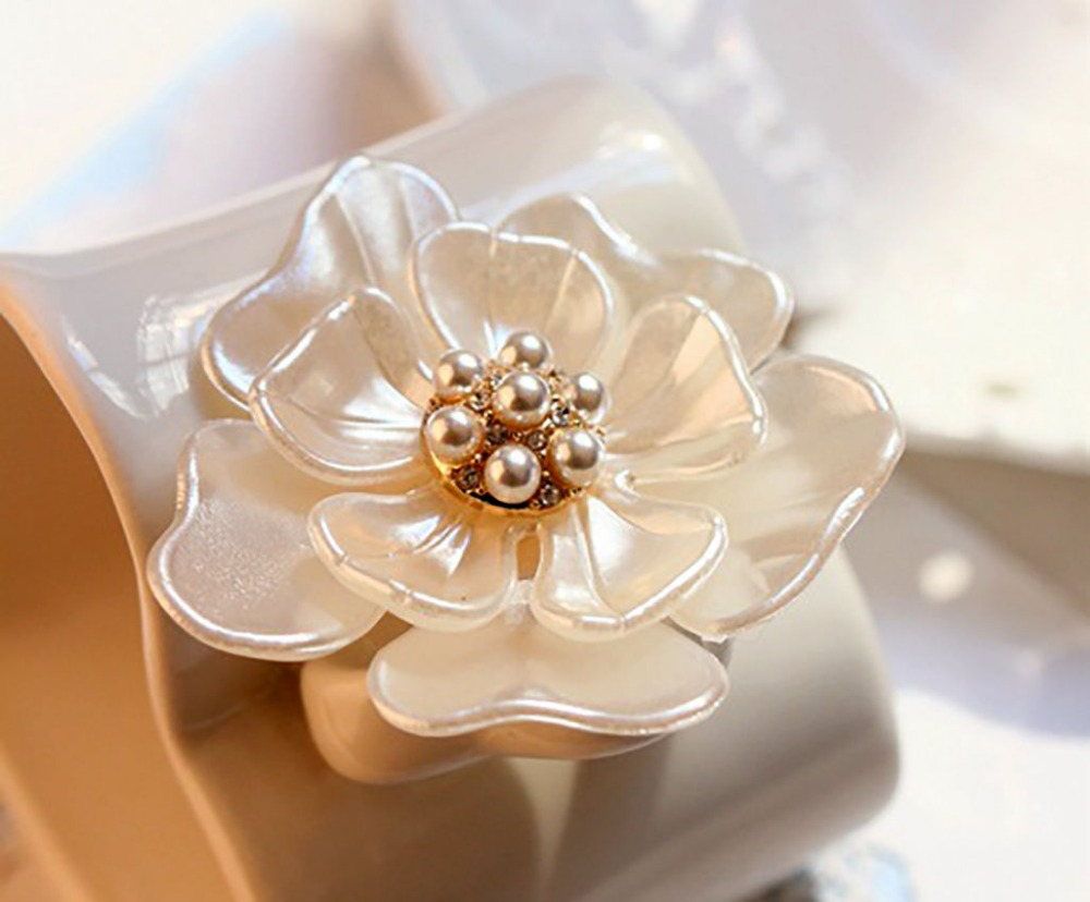 Rinhoo Camellia Flower Brooch pins plant Brooches For women Dressing Decoration Fashion Beautiful Jewelry Modern Girl Gift