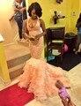 Lace sereia vestidos africano 2016 rosa Sexy V Neck Organza Ruffles voltar cruz Lace Formal vestido com arco