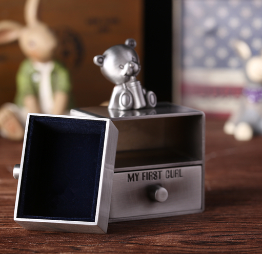 Купить с кэшбэком Baby Bear Shape Zinc Alloy Milk Teeth Umbilical Cord Box Tooth Organizer for Kids Drawer Design Collection Memorial Box Z752