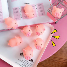 6pcs / set Cartoon Soft Sjarmerende Lovely Pink Piggy Vent Squeezed Toy Hollow Svømme Leker Kawai Pig Doll Stress Lindre Toy