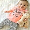 O design elegante do bebê conjuntos de roupas menina linda carta de impressão t-shirt e calças de leopardo infantil roupa da criança para a primavera