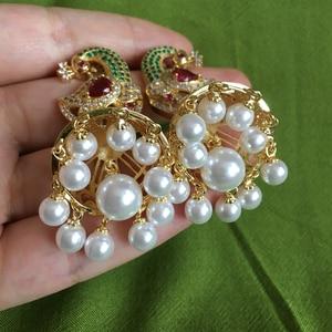 Image 5 - Pendientes de perlas Jhumka de Bollywood indias, perlas artificiales chapadas en oro, araña Jhumki de pavo real, joyería elegante de lujo para novia