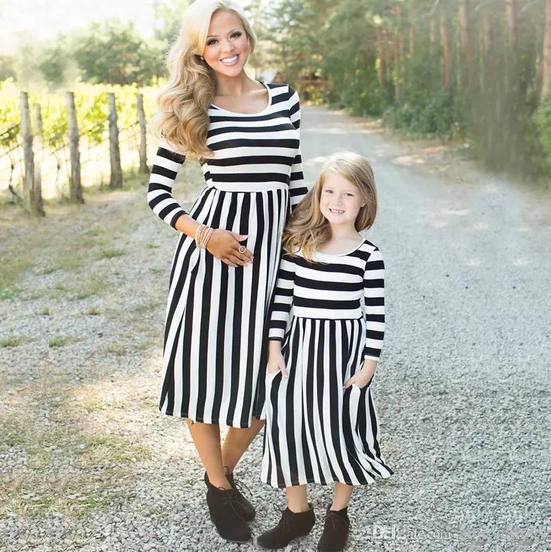 mom and kids couple look stripe family matching outfits