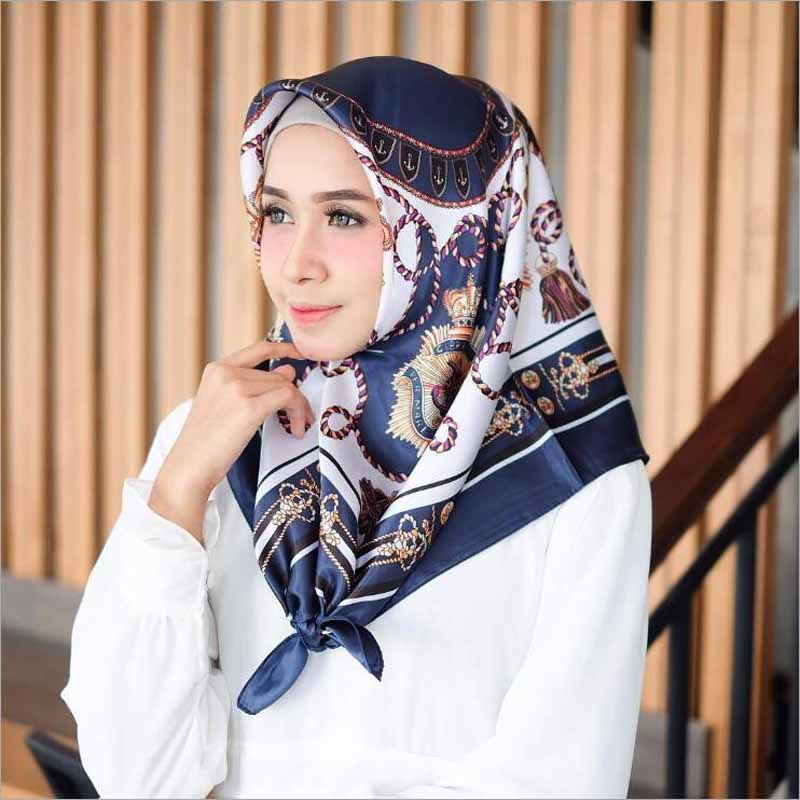 Hijab Woman Silk   Scarf   Luxury Design   Scarves   For Ladies Fashion Printed Satin Large Square   Scarf     Wrap   Carriage Chain Shawls
