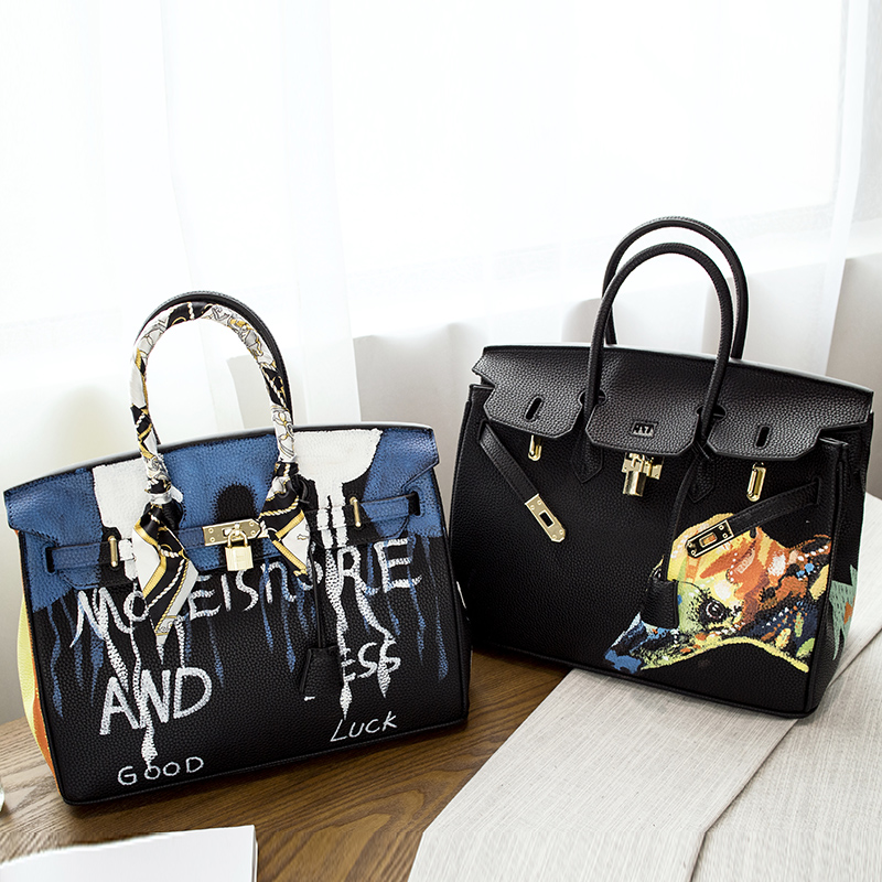 2016 Europe Graffiti Printed Cartoon High Quality PU leather Platinum Package Buckle handbag with Multicolored print 35CM Lock 2016 fashion graffiti printed high quality pu leather handbag platinum package buckle handbag with multicolored print large bag