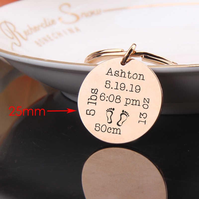 FLYANGEL Chaveiro Personalizado Do Bebê Bebê de Dados Estatísticas Gravado Keyring Bolsa Charme Para O Novo Pai Nova Mãe Nova Da Lembrança Do Bebê