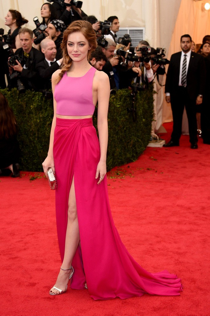 pink-cropped-top-hot-pink-maxi-skirt-silver-heeled-sandals-gold-clutch-original-2269 Emma Stone