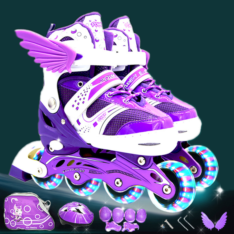 Roller Skating Shoes A Set Children Kid Inline Skate With Helmet Knee Protector Gear Bag Adjustable Flashing Wheels Patines IA97 new kids children professional inline skates skating shoes adjustable washable flash wheels sets helmet protector knee pads gear
