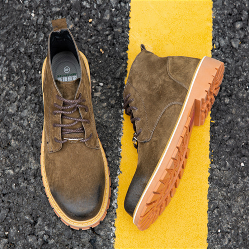 Genuine Leather Men Boots Vintage Style Casual Men Shoes Lace Up Warm Plush Waterproof Motorcycle Boots