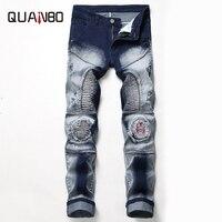 QAUNBO Brand Clothing Mens Jeans Nostalgia Moto Biker Hole Jeans Male Slim Fit Straight Denim Designer Badge Ripped Jeans N820