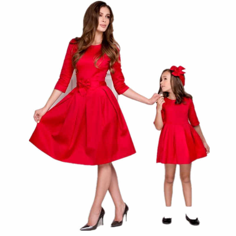 2018 New Christmas Family Match Outfits Mother Daughter Matching Dress  Autumn Mommy and Me Dresses Xmas 1e9ae5e7179f