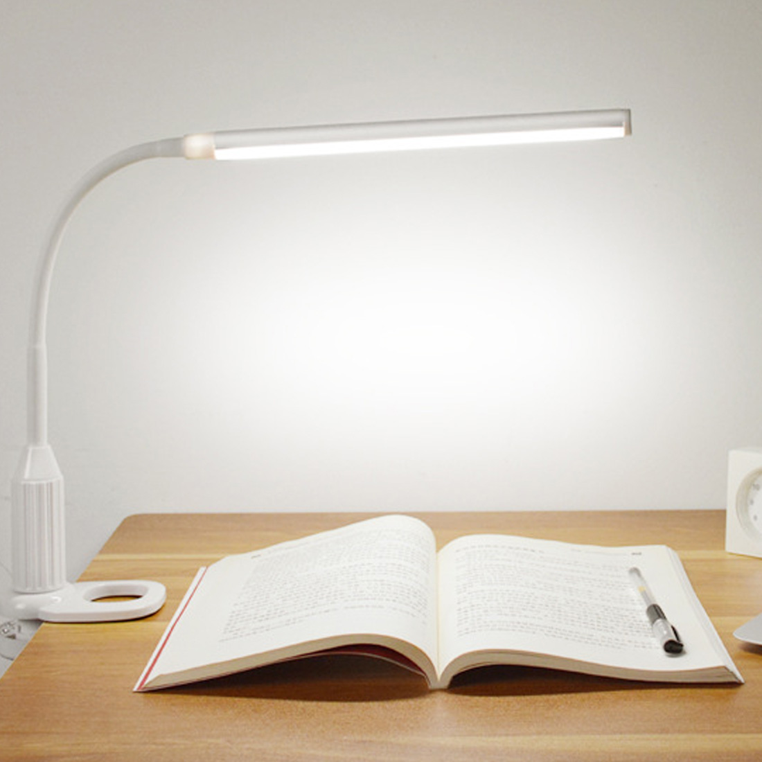 Eye Protect LED Table Lamp Study Desk Lamp Clamp Clip Light Office Stepless Dimmable Bendable USB Touch Switch Sensor ControlEye Protect LED Table Lamp Study Desk Lamp Clamp Clip Light Office Stepless Dimmable Bendable USB Touch Switch Sensor Control
