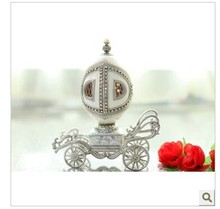 The new European royal wedding carriage egg music box wedding gift choice for Christmas gift to the Qixi Festival.
