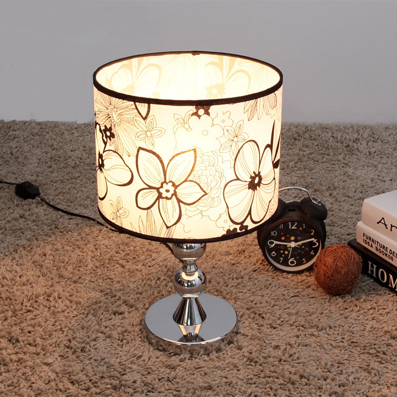 2017 new simple and stylish lighting lamp / bedside / Fabric bedroom lamp touch switch Black pattern Table Lamp FG566