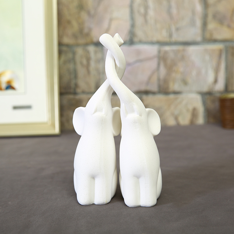 Loving Elephant Couple Figurine Sandstone Resin Crafts Wedding Home Decoration