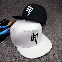 2017 Primavera Verano gorras de béisbol algodón Snapback sombrero adulto  mujeres moda negro blanco sombreros hombres gorras hip-. 0a29e3594bb