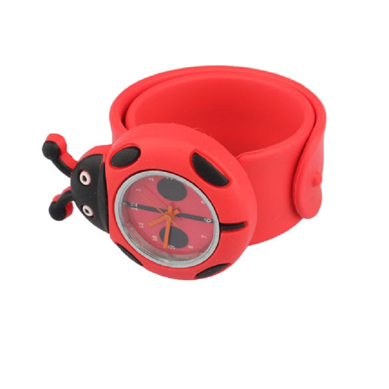 2017 Hot Sälj Red Flap Ring Digital Slap Watch Söt Coccinella Septempunctata Slapklockor för Kids Födelsedagspresent LL