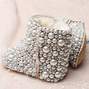 Image 3 - Dollbling Botas de perlas personalizadas para bebé, botas de perlas personalizadas hechas a mano de lujo para bebé, abalorios de marfil para invierno