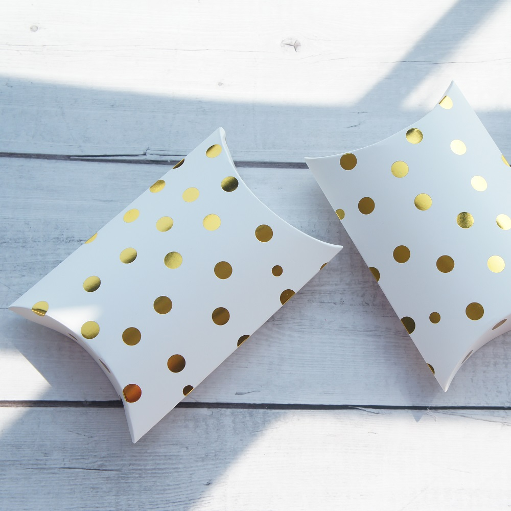 New 10pcs gold dot pillow shape Box as Gift Candy Cookie Sweet Packaging wedding favors and gifts birthday DIY use in Gift Bags Wrapping Supplies from Home Garden