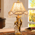 European-style luxury retro peacock lamp creative wedding gifts cozy bedroom bedside lamp wedding table lamp dimme