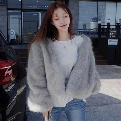 New Style High end Fashion Women Faux Fur Coat 17S20 in Faux Fur from Women 39 s Clothing