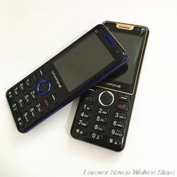 GSM 2G Особенности телефон V1 три sim-карты старик телефон 1800 mAh Батарея Поддержка русский арабский клавиатура FM MP3 MP4 мощный фонарь