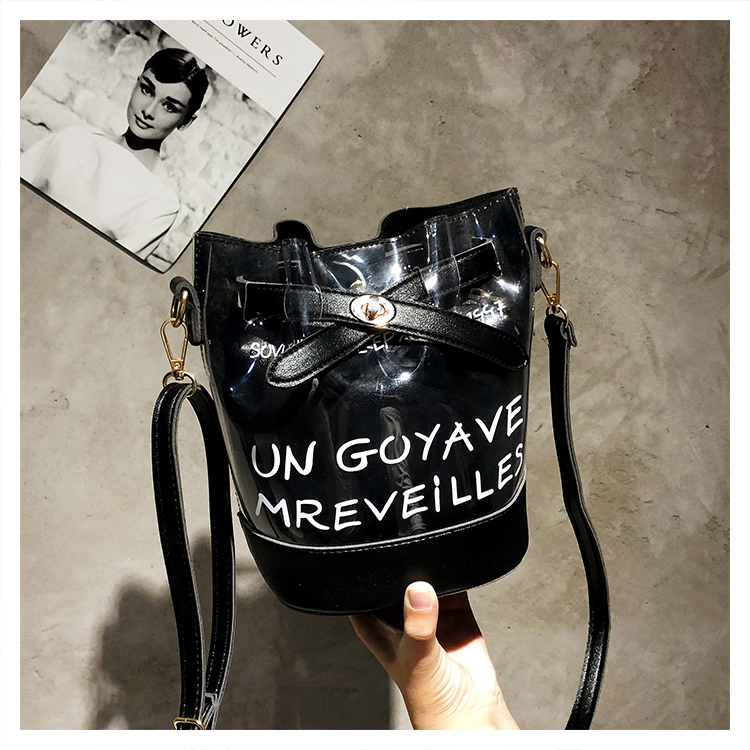 Fashion Solid Chain Women Handbags Transparent Jelly Bags Women Bucket 2019 New Females Beach Bags Lady