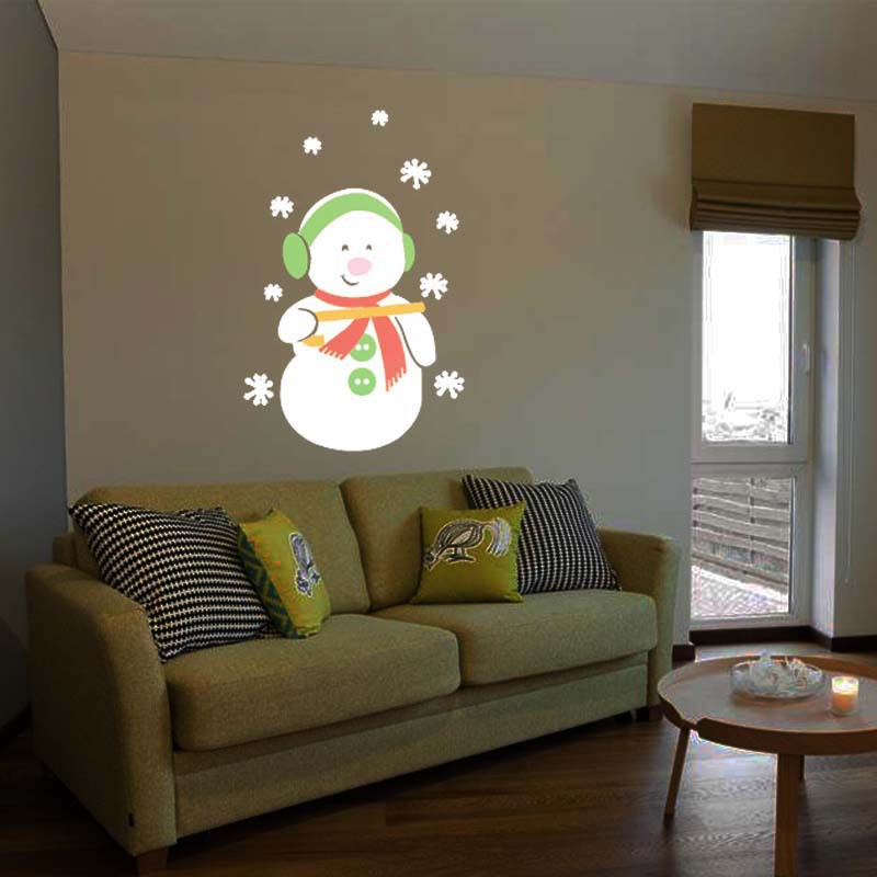 This decorative outdoor light is equipped with 12 delicate animated pattern slides, including Santa Claus, Snowflake, Halloween