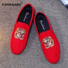 Fashion Brand 2019 New Spring Velvet Men Loafers Shoes Party Wedding Shoes Europe Style Tiger Embroidered Male Black Red Flats