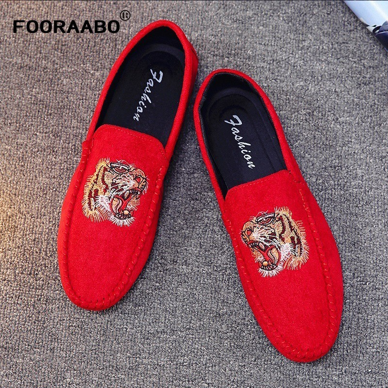 Promotion New Spring Men Velvet Loafers Party Wedding Shoes Europe Style Embroidered Black Slippers Driving Moccasins