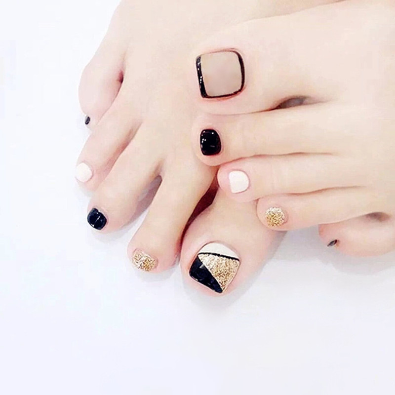 Fashion Glitter Gold Fake Toe Nails Black White Triangle