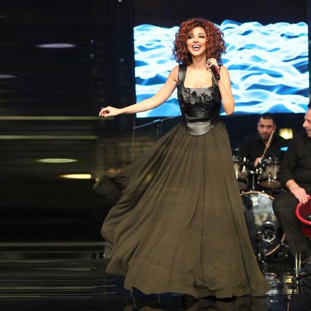 2017 Myriam Fares Платья Знаменитостей Черный Кожаный Официальный Ливан Женщины Платье платье De Festa С Ручной Цветок Шифон
