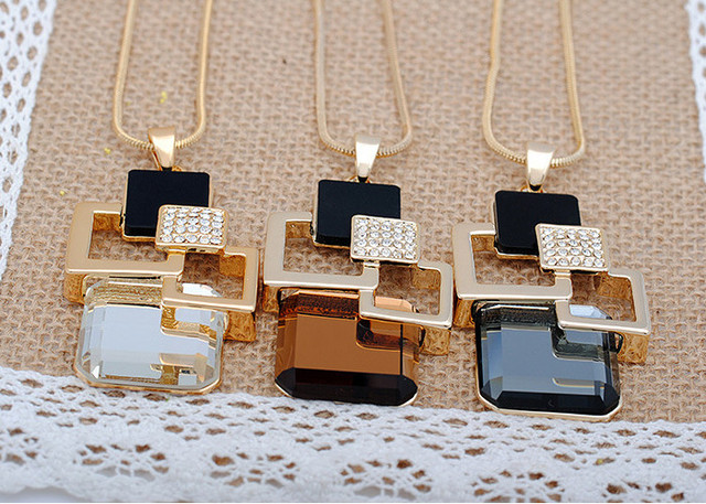 European and American New fashion Golden Hollow Geometric Big Crystal Stone Pendant Necklace Fine Jewelry for women personality