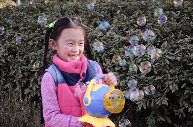 Caliente automática Blowing máquinas de burbujas para exterior baño pulpo de la historieta estilo diseño divertido juguetes de los niños