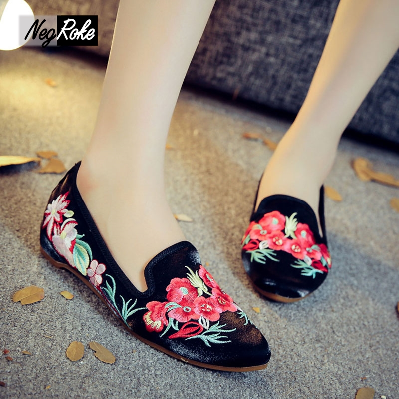 Chinese shoes Sexy embroidery pointed toe flats shoes woman loafers fashion slip on feminino zapatillas mujer casual shoes women 2017 summer new fashion sexy lace ladies flats shoes womens pointed toe shallow flats shoes black slip on casual loafers t033109