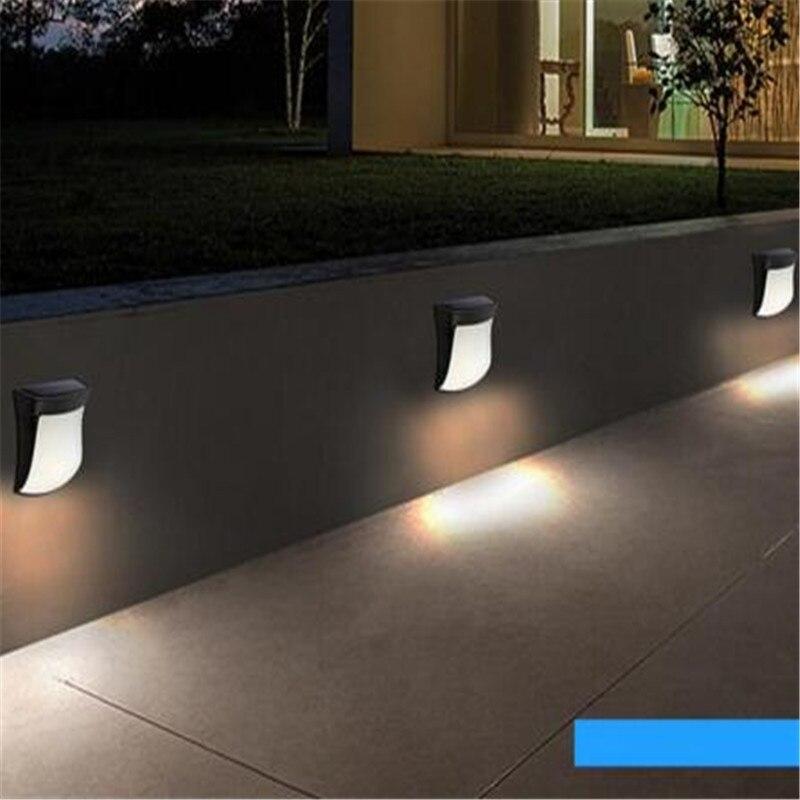 Le jardin solaire imperméable extérieur allume la lumière solaire 3 a mené la batterie blanche lumineuse 1300ma pour la lampe de nuit de mur extérieur de cour de jardin