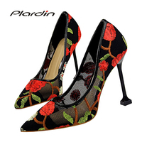 파티 여성 펌프 웨딩 펌프 빅토리아 신발 여성 간결한 여성의 얕은 신부 하이힐 여성 신발 패션 자수