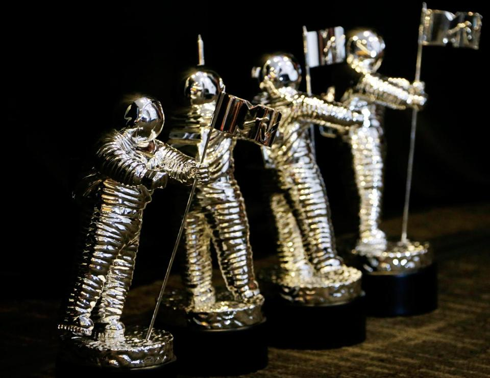 2014 VMA Awards  MTV Trophy Awards  Home decoration MTV Moonman Trophy Awards|award|award trophy|  - title=