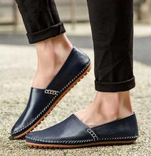 2016 Nuevos hombres de la Manera Breves Zapatos de Cuero Masculino Perezoso Moda Mocasín Mocasines Resbalón En Los Zapatos Planos Ocasionales Negro Blanco