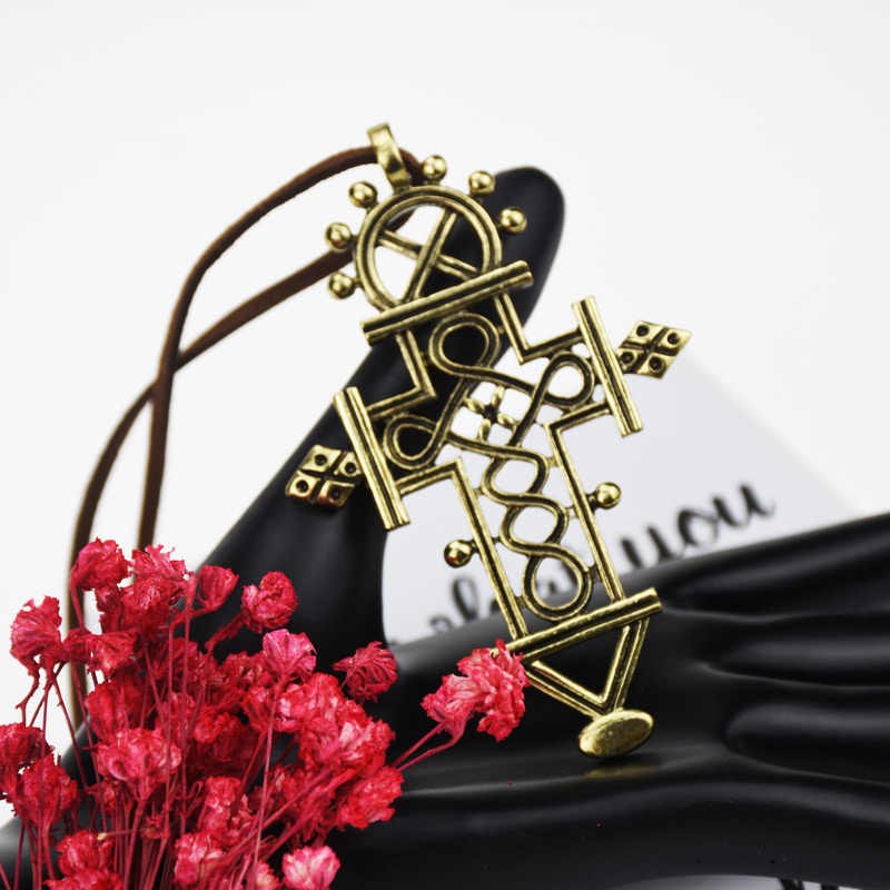 Vintage Besar Gothic Berongga Cross Liontin Kalung Sweter Rantai Panjang Agama Kuno Emas Kulit Tali Rantai Grosir