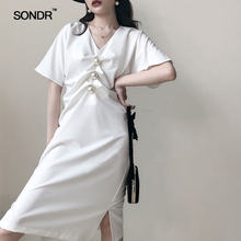 Женское плиссированное платье sondr белое однотонное с v образным